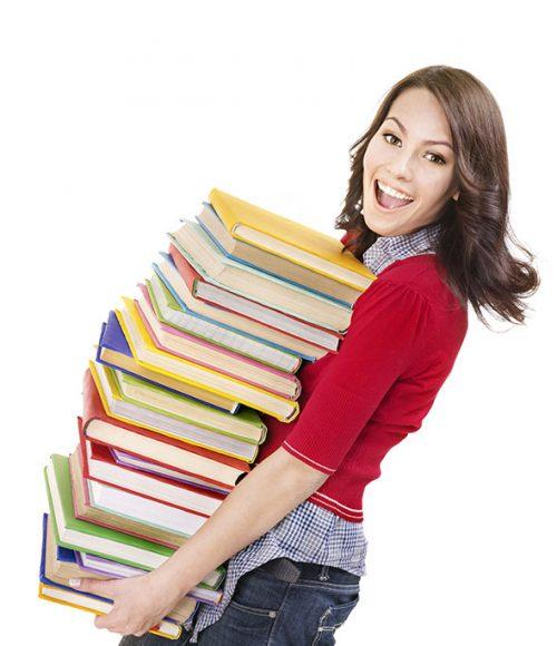 دختری با تعداد زیادی کتاب