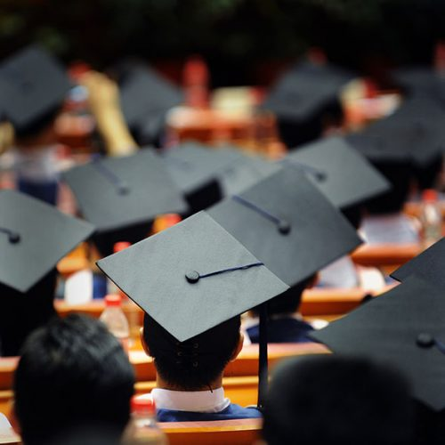 تعدادی از فارغ التحصیلان